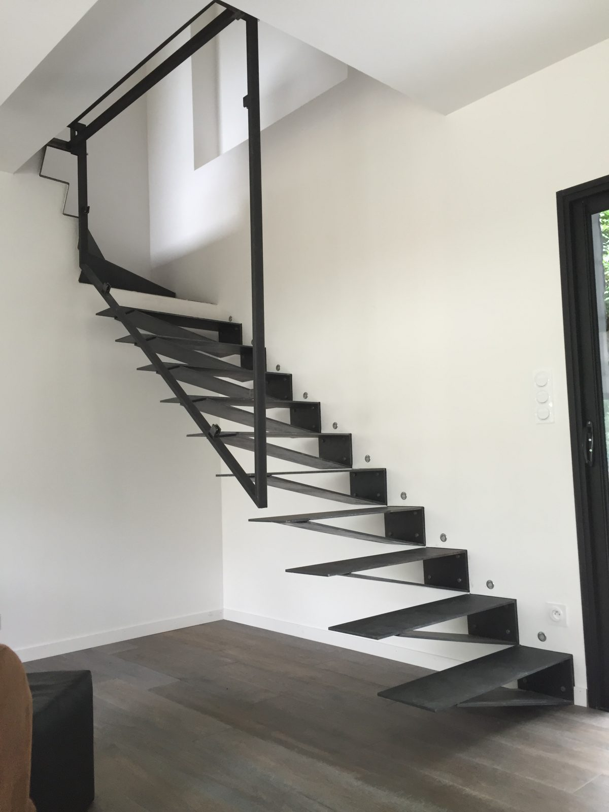 Escalier Marches Suspendues Mur escalier suspendu - hagane
